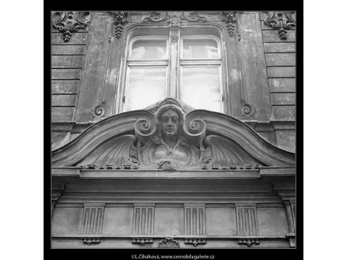 Ozdoba nade dveřmi (3463-2), Praha 1965 únor, černobílý obraz, stará fotografie, prodej