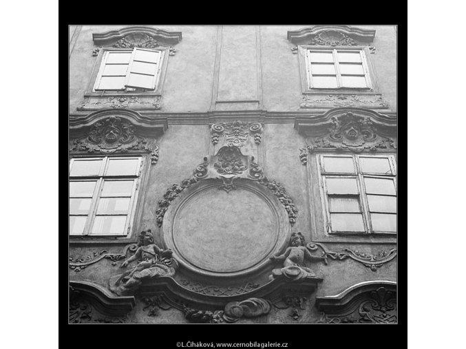 Výzdoba na domě (3551), Praha 1965 duben, černobílý obraz, stará fotografie, prodej