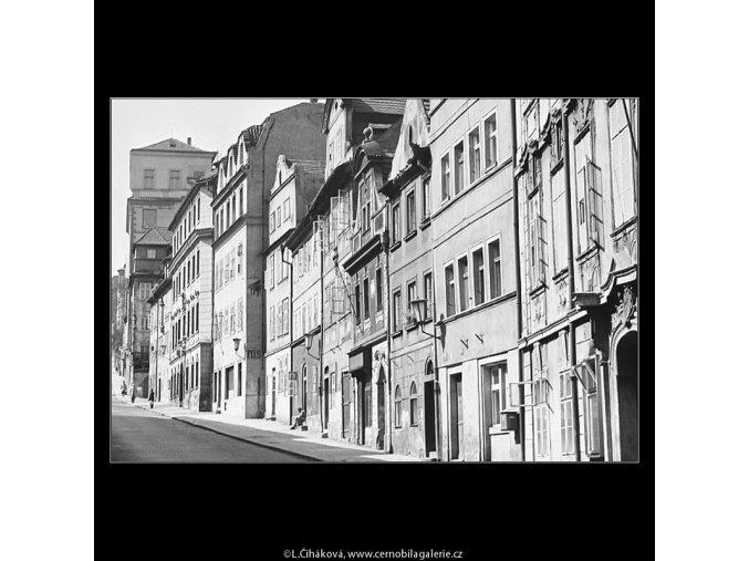 Pohled do Hradčanského Úvozu (3603-2), Praha 1965 duben, černobílý obraz, stará fotografie, prodej