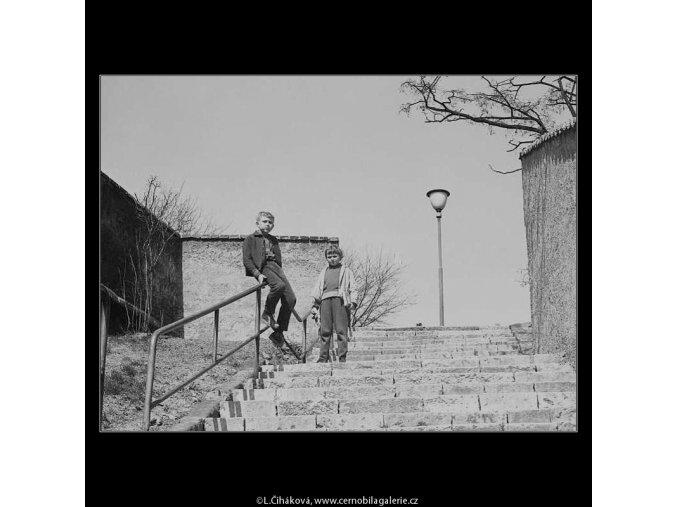 Zábradlí a schodiště (3604), žánry - Praha 1965 duben, černobílý obraz, stará fotografie, prodej