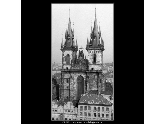 Týnský chrám z věže Staroměstské radnice (762-1), Praha 1959 , černobílý obraz, stará fotografie, prodej
