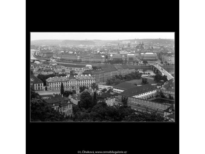 Praha  z Černé věže (805-2), Praha 1961 červenec, černobílý obraz, stará fotografie, prodej