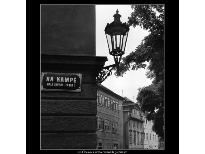 Lucerna na rohu (880), Praha 1960 září, černobílý obraz, stará fotografie, prodej