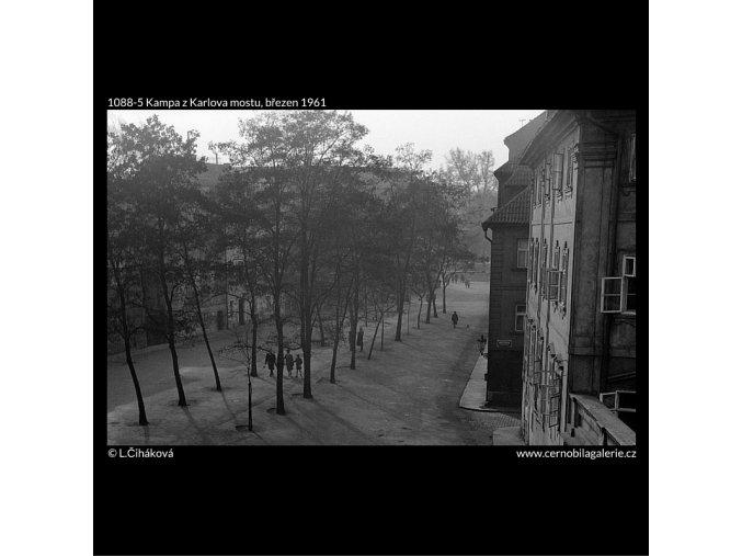 Kampa z Karlova mostu (1088-5), Praha 1961 březen, černobílý obraz, stará fotografie, prodej