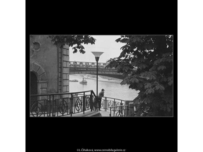 Vůně dálek… (3897-3), žánry - Praha 1965 srpen, černobílý obraz, stará fotografie, prodej