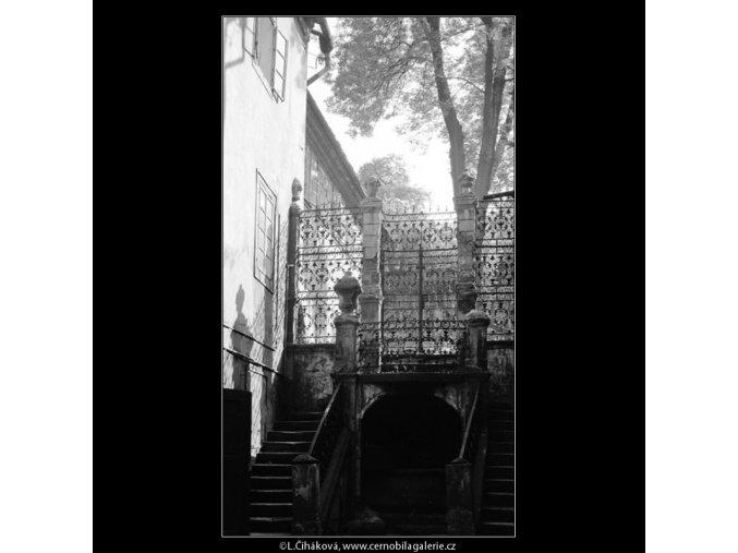 Pražské dvory (4018-2), Praha 1965 září, černobílý obraz, stará fotografie, prodej