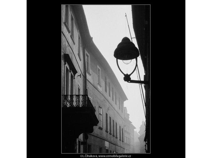 Z Michalské ulice (4123-2), Praha 1965 říjen, černobílý obraz, stará fotografie, prodej