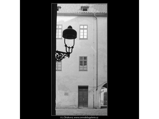 Z Pražských dvorů (4131-1), Praha 1965 říjen, černobílý obraz, stará fotografie, prodej
