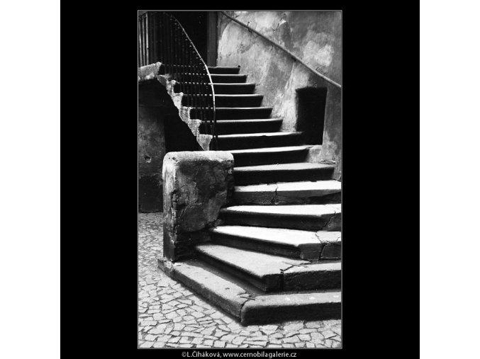 Pražské dvory (4148), Praha 1965 říjen, černobílý obraz, stará fotografie, prodej