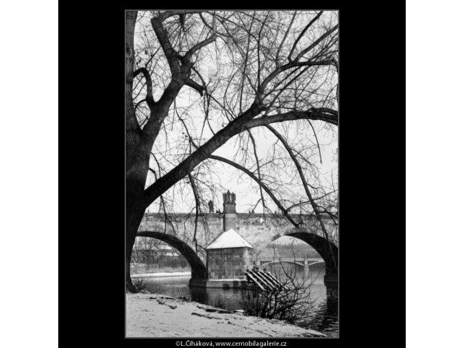 Karlův most z Kampy (1427-2), Praha 1961 prosinec, černobílý obraz, stará fotografie, prodej