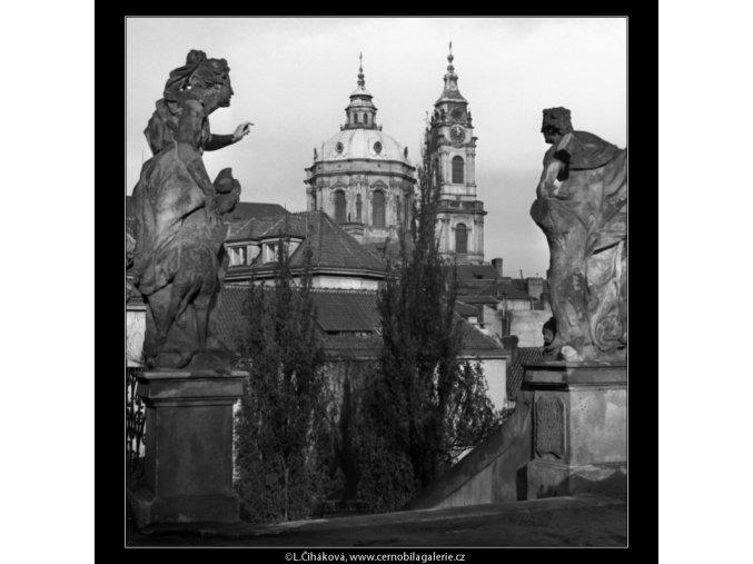 Věže chrámu sv.Mikuláše (1490), Praha 1962 únor, černobílý obraz, stará fotografie, prodej
