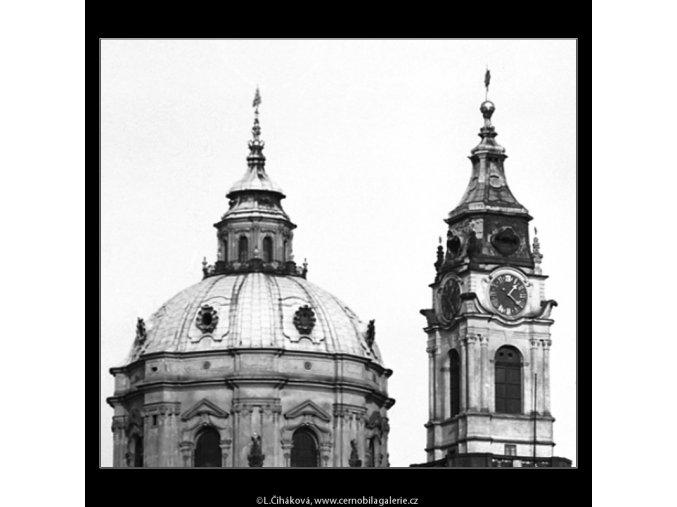 Kupole a věž chrámu sv.Mikuláše (4270), Praha 1966 únor, černobílý obraz, stará fotografie, prodej