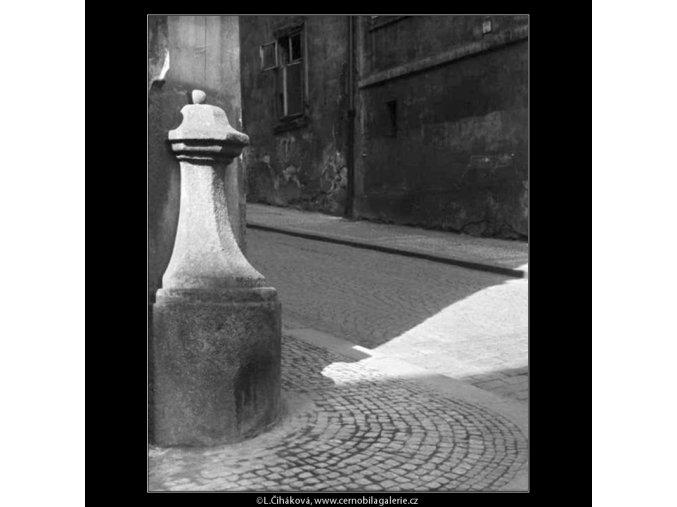 Patník (4389), žánry - Praha 1966 březen, černobílý obraz, stará fotografie, prodej