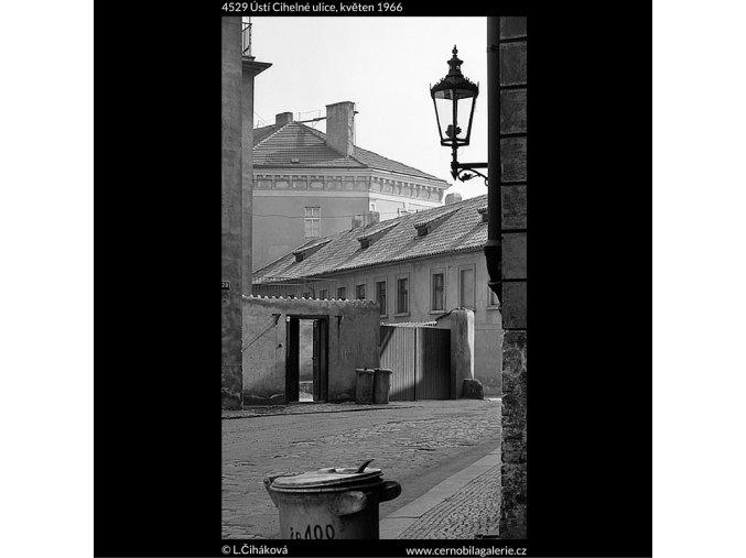 Ústí Cihelné ulice (4529), Praha 1966 květen, černobílý obraz, stará fotografie, prodej