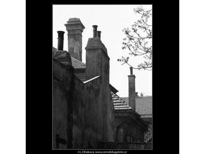 Komíny a komínky (4531), Praha 1966 květen, černobílý obraz, stará fotografie, prodej