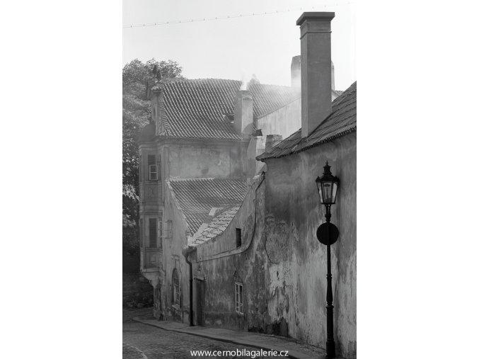 Z Kapucínské ulice (4554), Praha 1966 červen, černobílý obraz, stará fotografie, prodej