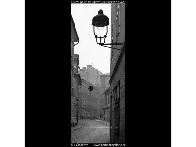 Pohled do Liliové ulice (4569), Praha 1966 červen, černobílý obraz, stará fotografie, prodej
