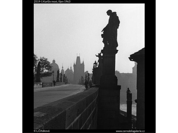 Karlův most (2519-1), Praha 1963 říjen, černobílý obraz, stará fotografie, prodej