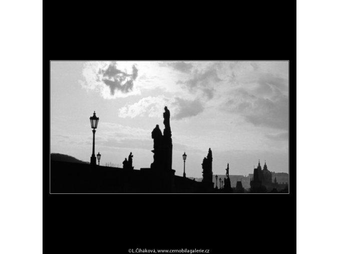 Kontury soch a mostu (2818-1), Praha 1964 duben, černobílý obraz, stará fotografie, prodej