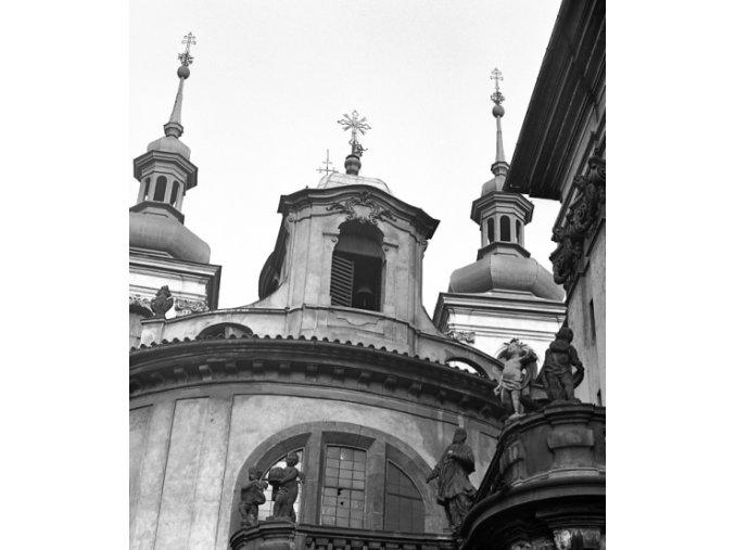 Vlašská kaple a kostel sv.Salvátora (4647-1), Praha 1966 červenec, černobílý obraz, stará fotografie, prodej