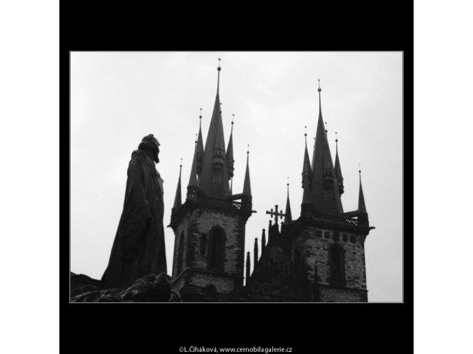 Husův pomník a Týnský chrám (3035-2), Praha 1964 červenec, černobílý obraz, stará fotografie, prodej