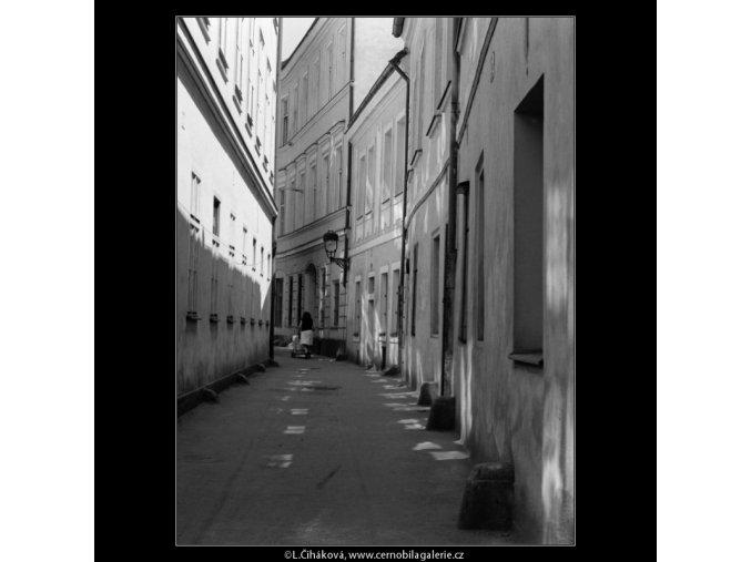 Řetězová ulička (3060-1), Praha 1964 červenec, černobílý obraz, stará fotografie, prodej