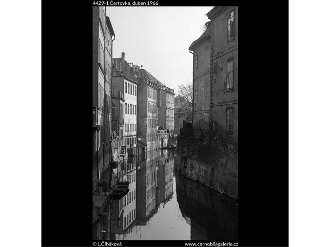 Čertovka (4429-1), Praha 1966 duben, černobílý obraz, stará fotografie, prodej