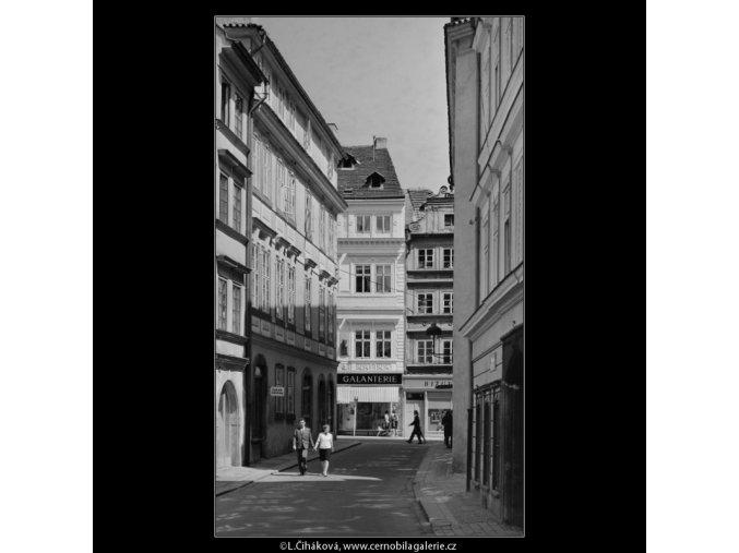 Pohled do Lázeňské ulice (5320), Praha 1967 květen, černobílý obraz, stará fotografie, prodej