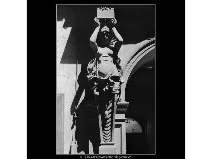 Plastika nad vchodem (5359), Praha 1967 červen, černobílý obraz, stará fotografie, prodej
