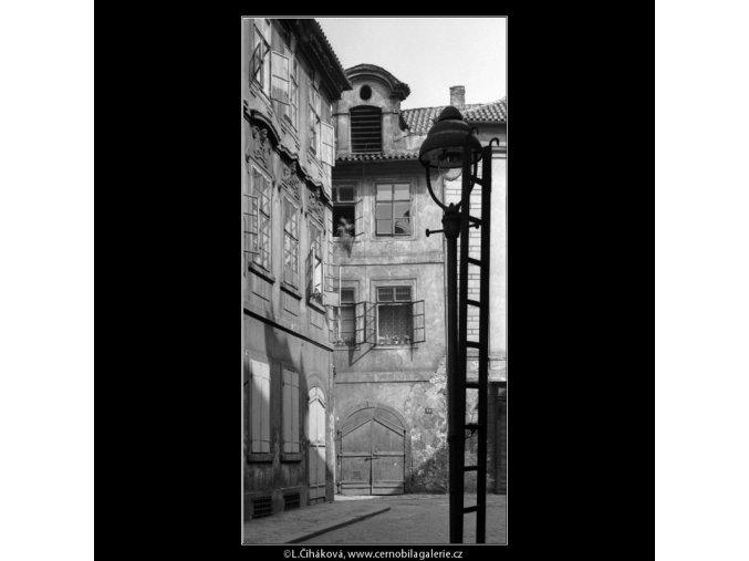 Domy a lucerna (4604), žánry - Praha 1966 červenec, černobílý obraz, stará fotografie, prodej