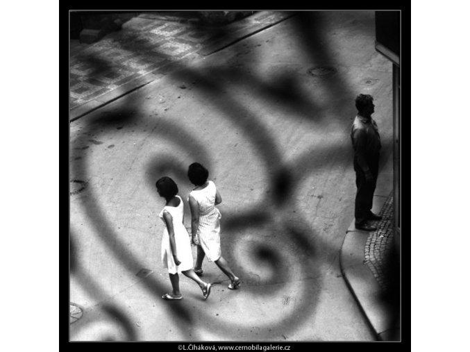Lidé (4631-2), žánry - Praha 1966 červenec, černobílý obraz, stará fotografie, prodej