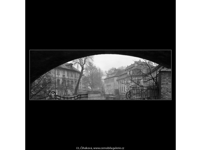 Domy a starý mlýn (5030), Praha 1966 prosinec, černobílý obraz, stará fotografie, prodej