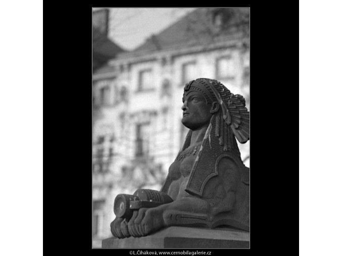 Sfingy z pomníku V.Hálka (5081-1), Praha 1967 únor, černobílý obraz, stará fotografie, prodej