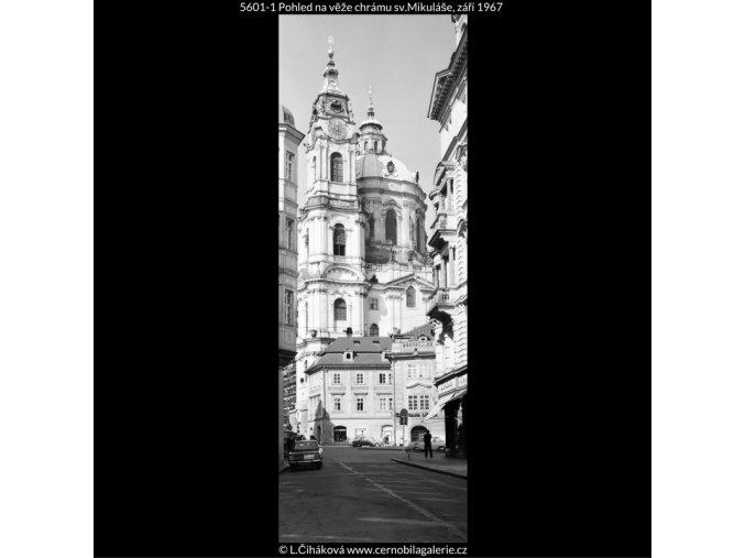Pohled na věže chrámu sv.Mikuláše (5601-1), Praha 1967 září, černobílý obraz, stará fotografie, prodej
