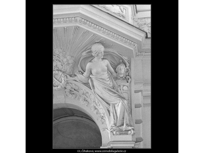 Plastika nad vchodem (5116), Praha 1967 únor, černobílý obraz, stará fotografie, prodej