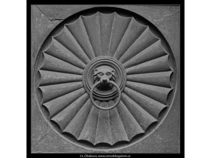 Výplň dveří (5644), Praha 1967 říjen, černobílý obraz, stará fotografie, prodej