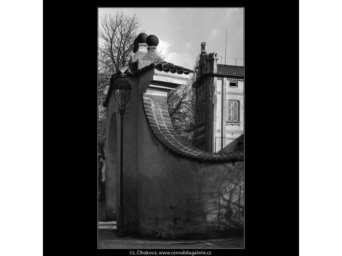 Branka a zdivo (5186-2), Praha 1967 únor, černobílý obraz, stará fotografie, prodej