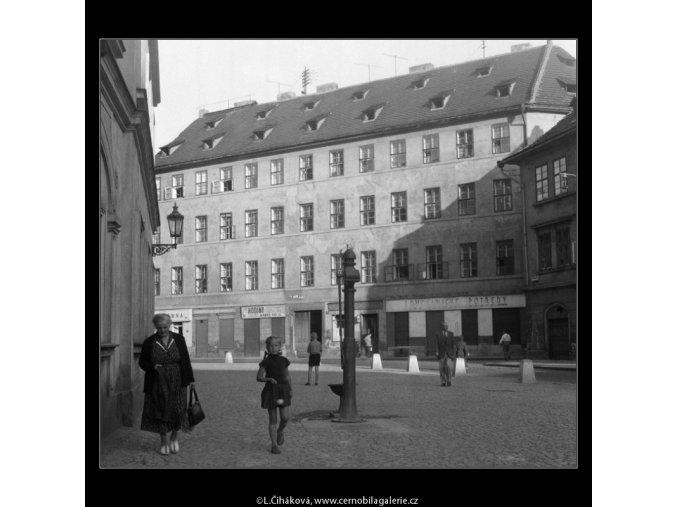 Před Betlémskou kaplí (261), žánry - Praha 1959 září, černobílý obraz, stará fotografie, prodej