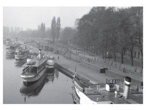 100168 I Smíchovské nábřeží s parníky, Praha 1960