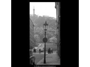 Z Hellichovy ulice (5249), Praha 1967 duben, černobílý obraz, stará fotografie, prodej