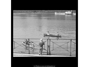 Klučina u zábradlí (5261-2), žánry - Praha 1967 duben, černobílý obraz, stará fotografie, prodej