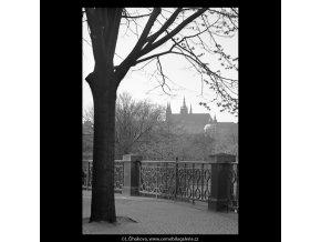 Pohled na Pražský hrad (5250), Praha 1967 duben, černobílý obraz, stará fotografie, prodej