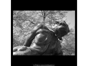 Detail sochy pomníku (5279), Praha 1967 duben, černobílý obraz, stará fotografie, prodej