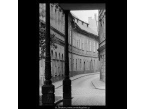 Část Náprstkovy ulice (5311-2), Praha 1967 květen, černobílý obraz, stará fotografie, prodej