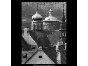 Věže a střechy (5345), Praha 1967 květen, černobílý obraz, stará fotografie, prodej