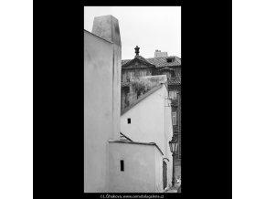 Zdi domů (5304), Praha 1967 květen, černobílý obraz, stará fotografie, prodej