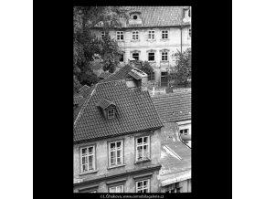 Střechy a domy Kampy (5344), Praha 1967 květen, černobílý obraz, stará fotografie, prodej