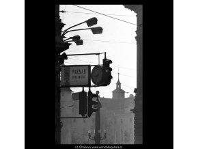 V kontrasvětle (5323), žánry - Praha 1967 květen, černobílý obraz, stará fotografie, prodej