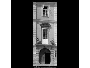 Dům U zlaté husy (5321), Praha 1967 květen, černobílý obraz, stará fotografie, prodej