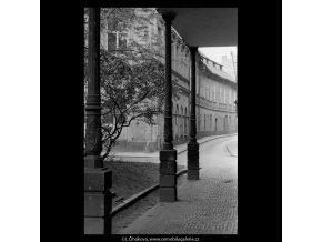Část Náprstkovy ulice (5311-1), Praha 1967 květen, černobílý obraz, stará fotografie, prodej